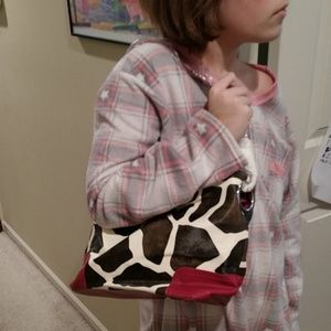 Handbags - Brand new giraffe print and pink purse